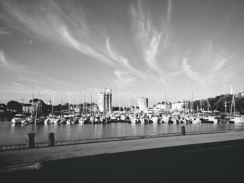 La Rochelle OnePlusOne📱 Architecture Clouds