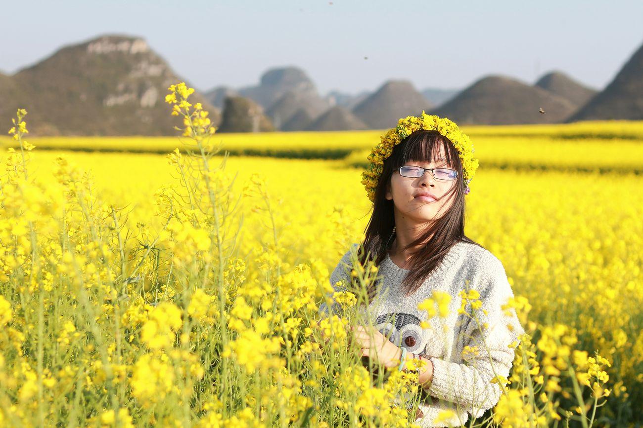 罗平两日游——沐浴阳光☀😁 Faces Of EyeEm People Photography Pretty Girl Beauty My Love❤ Flowers Plants And Flowers Rape Flower