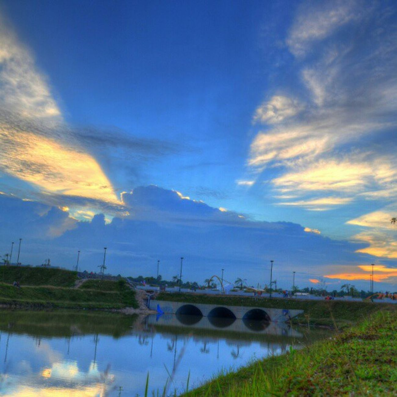Sky highway. Wahyusyn Jj  James_favourite Skystyles_gf sky sunset all_sunset photooftheday blue lake reflection igers instagramhub instamood instagood damn i love beautifull awesome INDONESIA