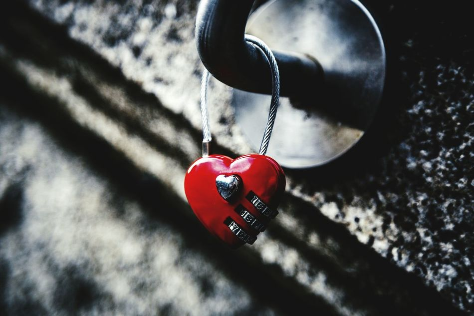 Heart ❤ Lock Red Taking Photos Check This Out Bokeh Photography Bokeh Heartlock Lock At The Bridge Show Me Your Love May 2016 Spring 2016 The Great Outdoors With Adobe The Places I've Been Today Showcase May Colourful Close Up Spring Is In The Air