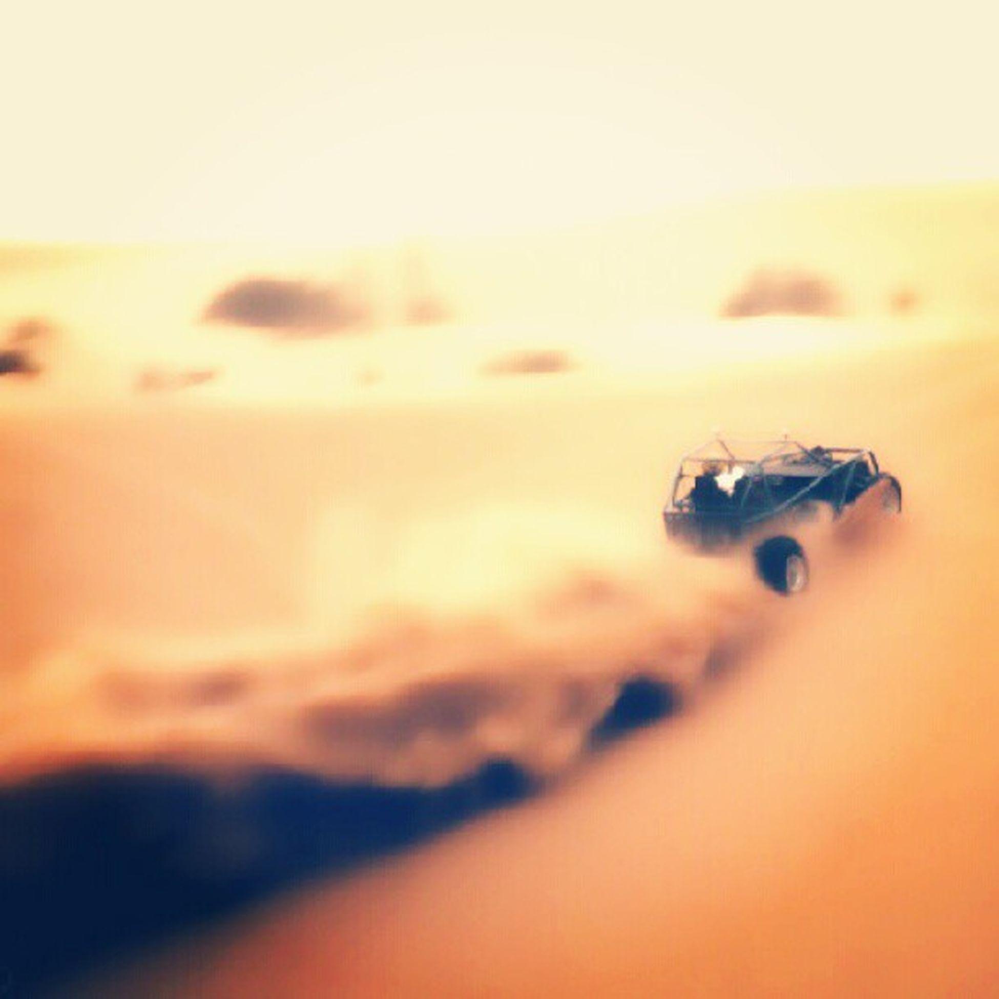 صورة الصحراء دباب جيب ربع سباق تحدي الرمال الكثبان الرملية Image of the desert pocket tanks fourth Challenge sand dune