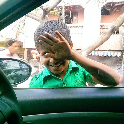 this kid just stared happily into d car as we listened to music on a traffic signal. Kid Car InnocenceAtItsBest Happy Instadaily Instabangalore Instagood Exoticsofinstagram Road Theimagereview Peace Amazingearthgallery Awesome Serene Fashion_ages HTC Karnataka Colourful Bangalore Bangaloreclicks Bangaloregotclicked Bangaloredays Bengaluru Bangalorediaries Namma_karnataka natgeo mysurumemes myfavorite helpost storiesofindia