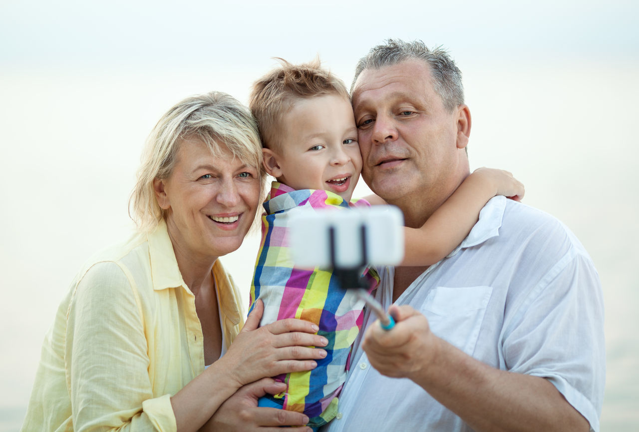 Beautiful stock photos of handy, looking at camera, portrait, bonding, togetherness