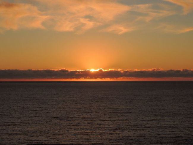Sunset Sun Through The Clouds Sunset And Clouds  Sunset Silhouettes Sunset And Sea Clouds Lovers Sunset_collection Horizon Over Sea Dark Clouds Enjoying The Sunset Sunset_captures Sunsetphotographs Reñaca Beach , Chile