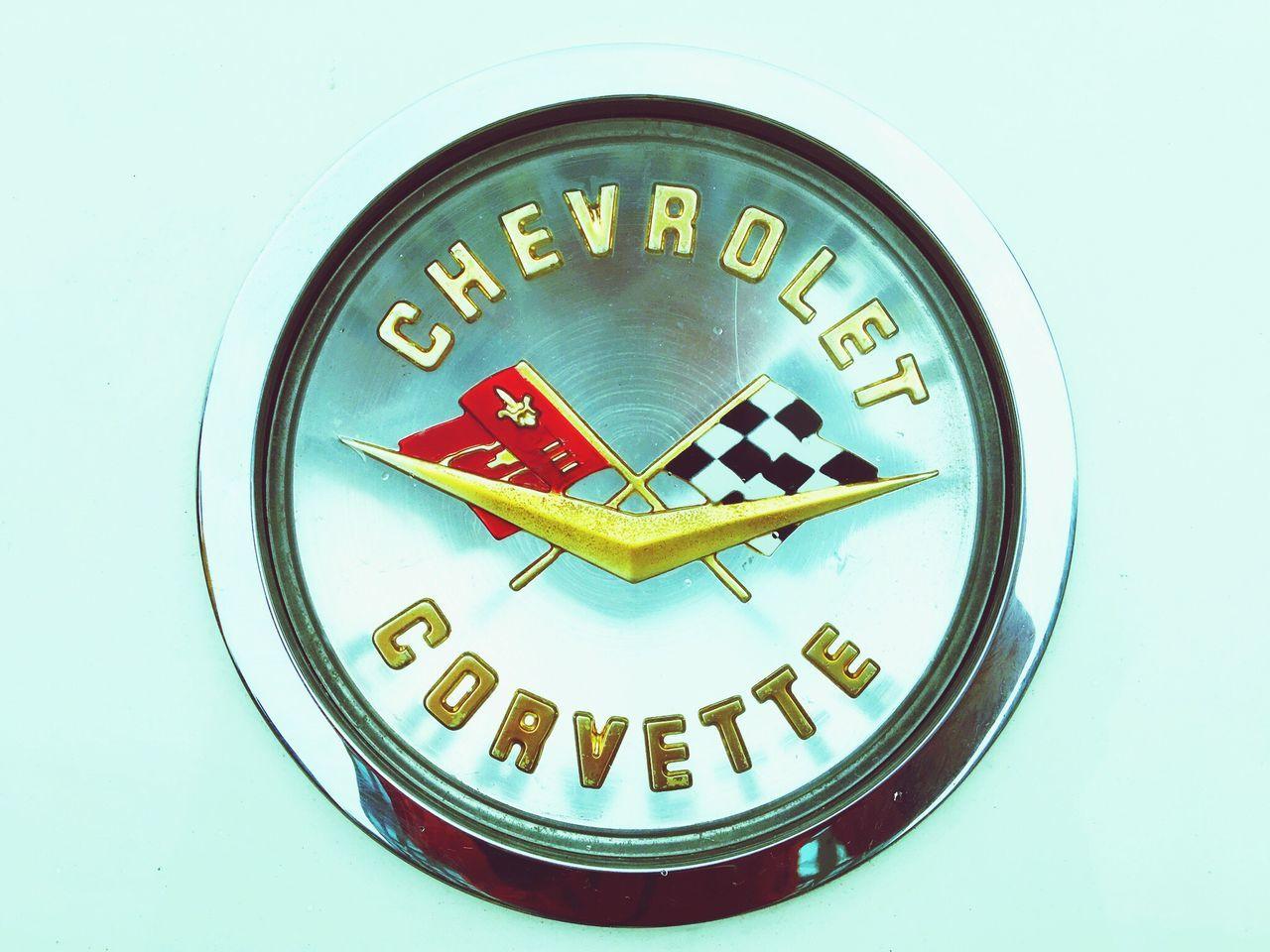 2017 Historic Car &a Classic Car Meeting in SENDAI にて。 Close-up Front Badge Badge Chevrolet Corvette Corvetteweekend Classic Car Historic Car American Cars