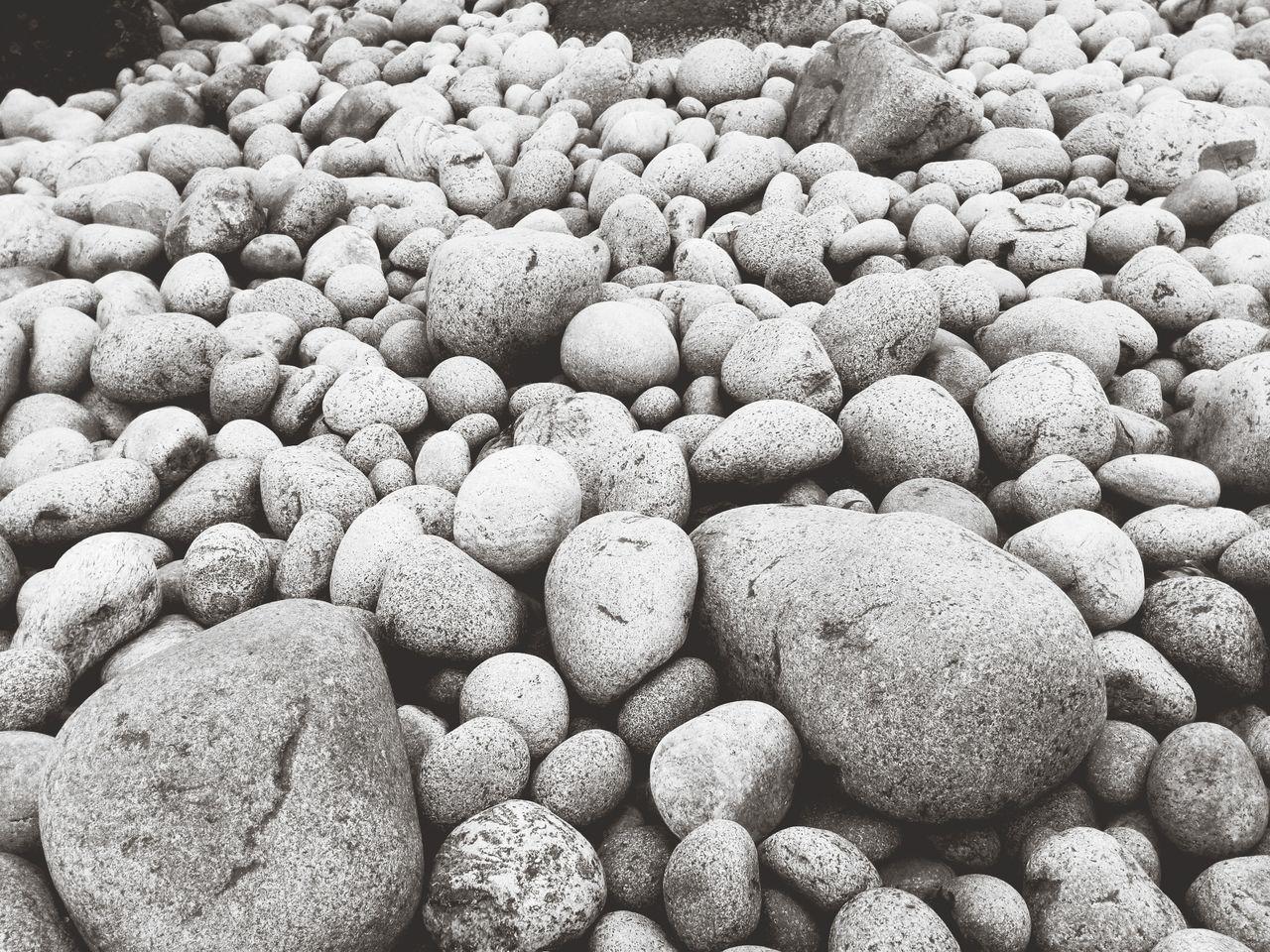 Каменный пляж великанов в Териберке