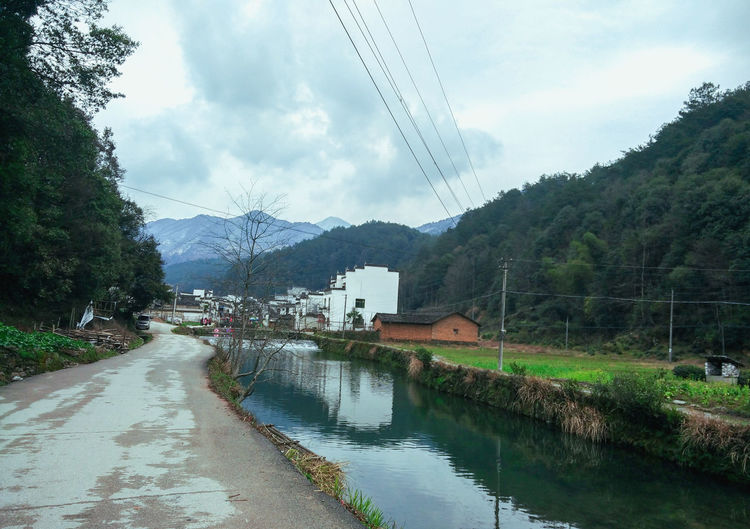 The Photo shows the Wuyuan is early spring period ,and the distant mountains with snow ,there is no snow in my hometown ,I was surprised !So ,I puted it down although at thattime I shivered fromthe cold ~ Wuyuan China Wuyuan Snow Spring Springtime River Mountains Mountain With Snow Colorful