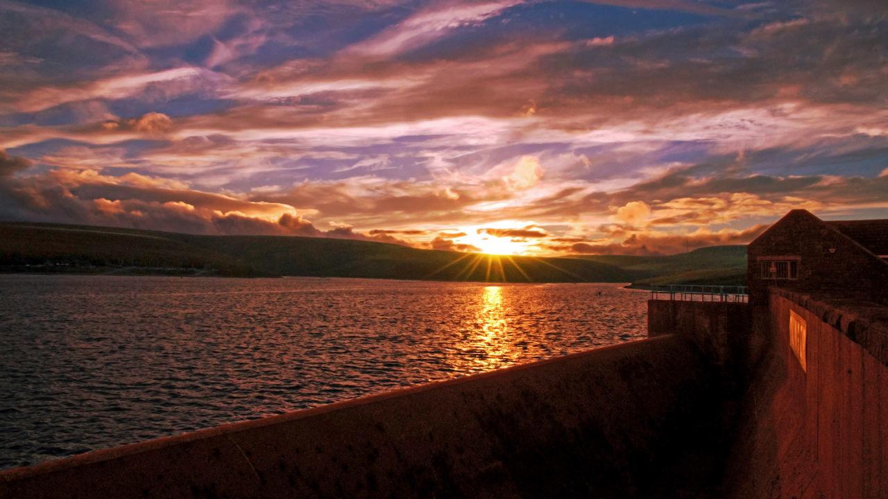 Light Atmosphere Water Sunset Sky Holmfirth EyeEmBestPics EyeEm Nature Lover EyeEm Gallery Lake WeatherPro: Your Perfect Weather Shot