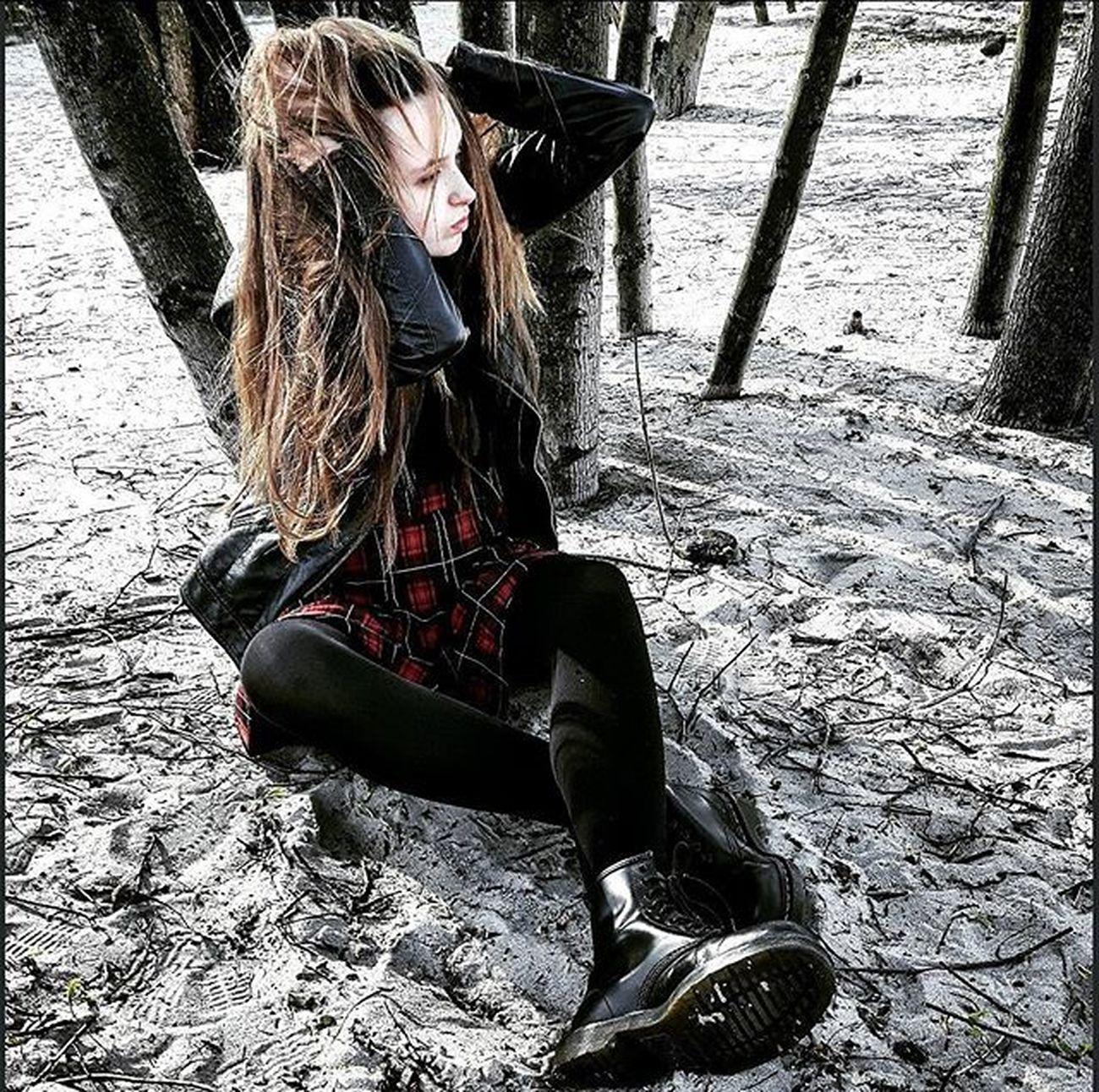 📷@alicja.dro Me Girl Polishgirl Instagirl Rockgirl Punkgirl Rockstyle Punkstyle Rock Punk Musicstyle Musiclife Poland Sopot Bitch Nearsea Trees Skirt Brown Hair Longhair Black Niecephoto Beutyday Ja muzykadrzewawłosydługiewłosy