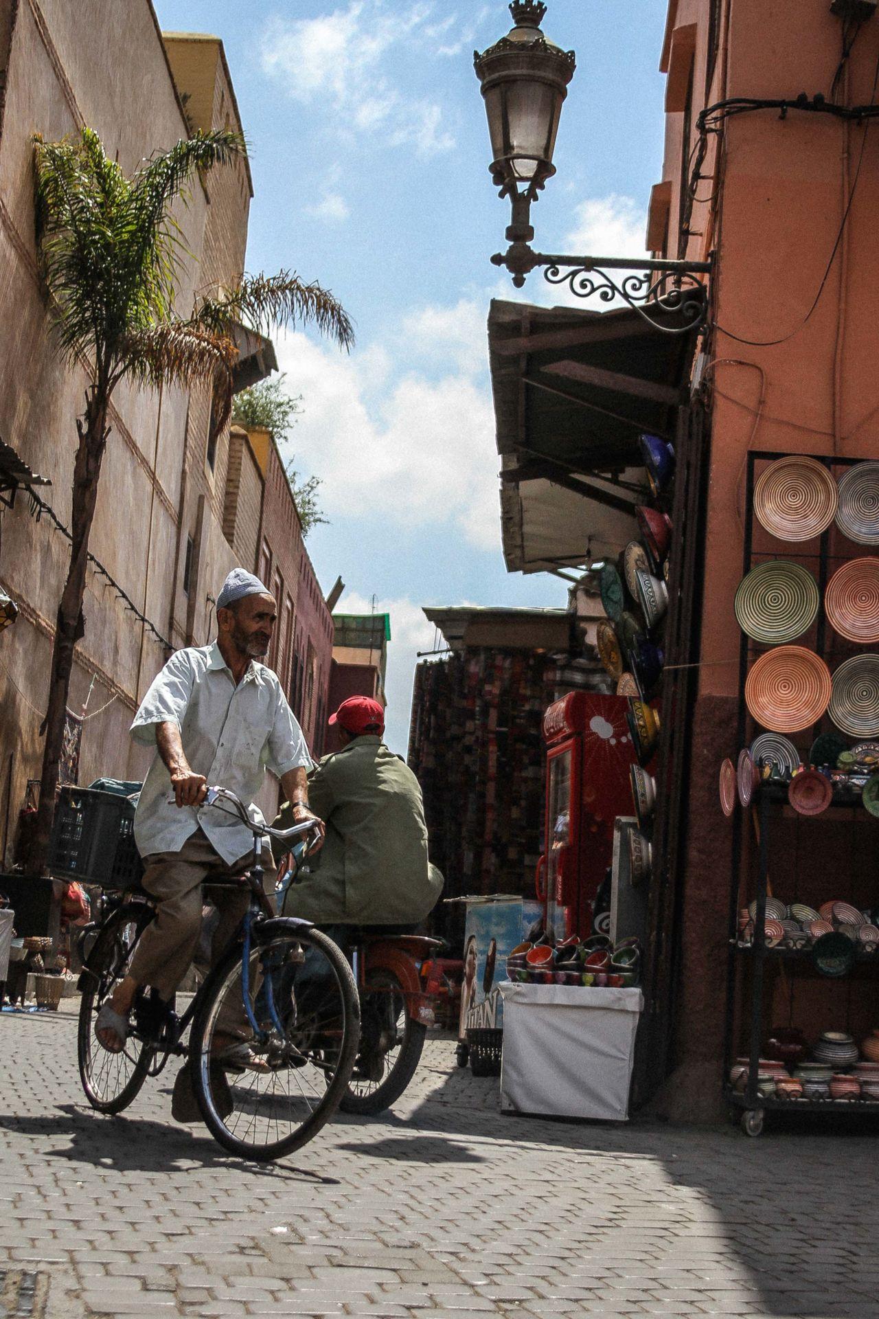Beautiful stock photos of fahrrad, building exterior, travel, city, outdoors