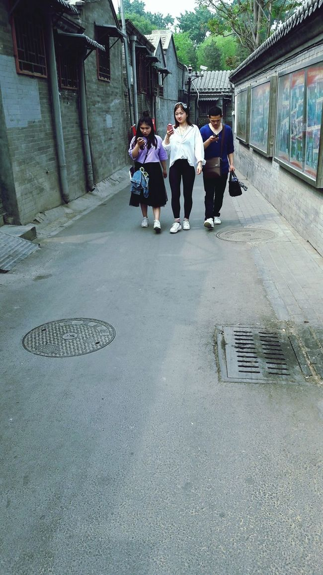 People And Tecnology Technology I Can't Live Without China Beijing Beijing Scenes Hutong Street Photography The Essence Of Summer People Photography Watching People Architecture Chinese Architecture Walking Around The City  Exploring New Ground The Street Photographer - 2016 EyeEm Awards EyeEm Best Shots Travel Solo Travel China Streets China Photos Asia Travel Internet Addiction Friends Traditional Architecture Quiet Places