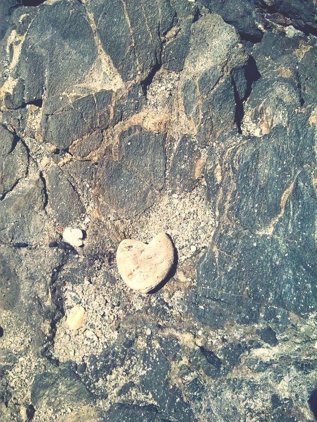 Rock love Beautiful Nature Naturephotography Nature_perfection Playa Rocas Y Mar Beachphotography Summer ☀ Pedresdemar HeartRock Loverocks