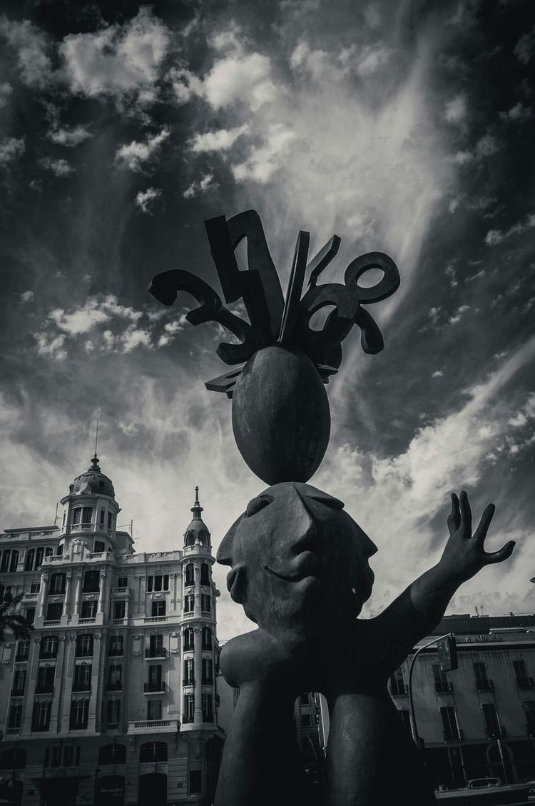 Urban Sculpture Sculpture Skyporn Eyeem_allshots Eyeem Black And White Popular EyeEm Gallery Streetphotography Light And Shadow Eye4photography
