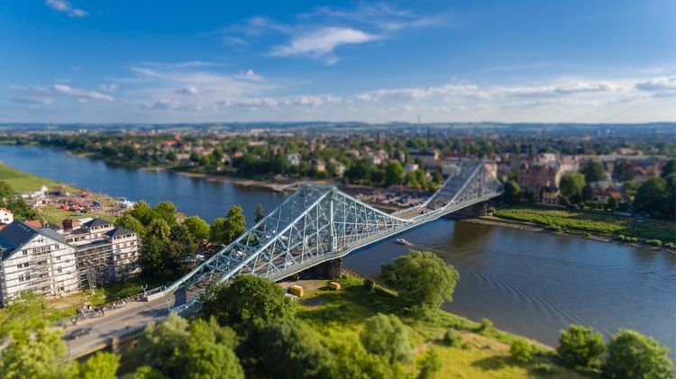 Blaues Wunder in Dresden mit Tilt-Shift-Effekt. Blaues Wunder  Dresden Elbe Tiltshift Phantom 3 Drone  Dji Phantom First Eyeem Photo Brücke Quadrocopter