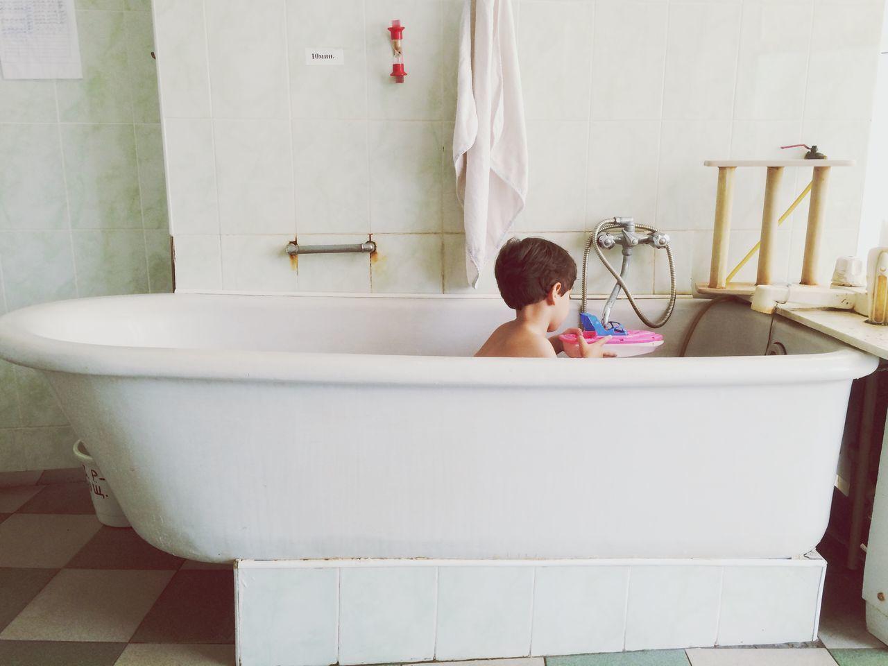 Beautiful stock photos of bad,  2-3 Years,  Boys,  Childhood,  Domestic Bathroom
