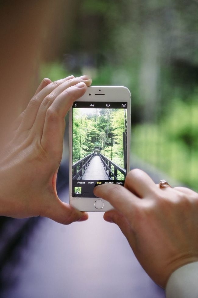 I'm a huge fan of all things meta. Mobile Phone Human Hand Communication Photographing Real People Photography Themes Close-up Photo Messaging Screen Women Smart Phone