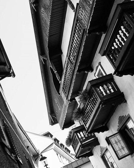 Beautiful Architecture and Design of Old Buildings in an Alley . Römerhofgasse Street . Near the Citycenter . Kufstein Tirol  Österreich Austria . Taken by my Sonyalpha A57 DSLR Dslt . تصميم معمار زقاق النمسا