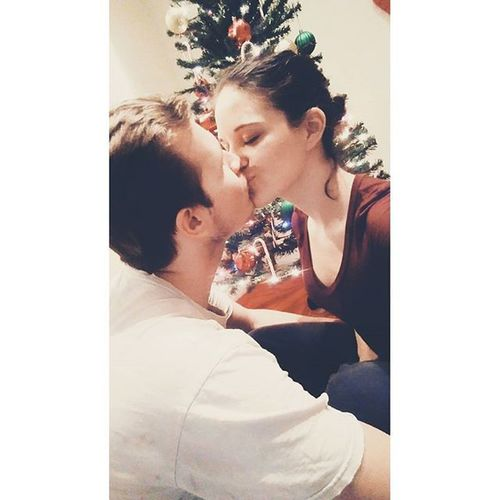 My life is PERFECT ❤❄ Perfect Marriage  Iloveyou Christmas Kissing Misltoe Decorating Hayesfamily Icrossmyheart