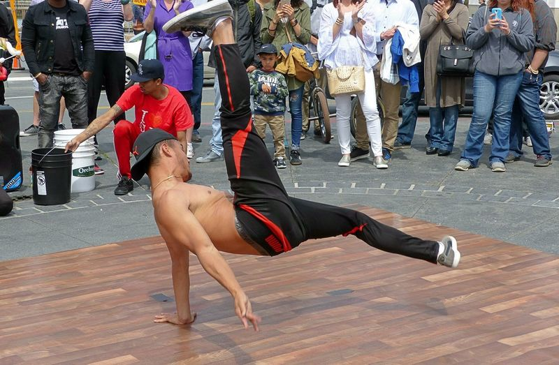 Body & Fitness Bodyshot Breakdance Breakdancing Dance Dance Photography DANCE ♥ Dancer Dancers Dancing Day EyeEm Diversity Full Length Lifestyles Outdoors Real People Sport Sports Sports Photography