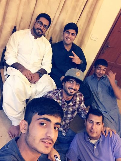 People Watching My Cousin home enjoying Karachi