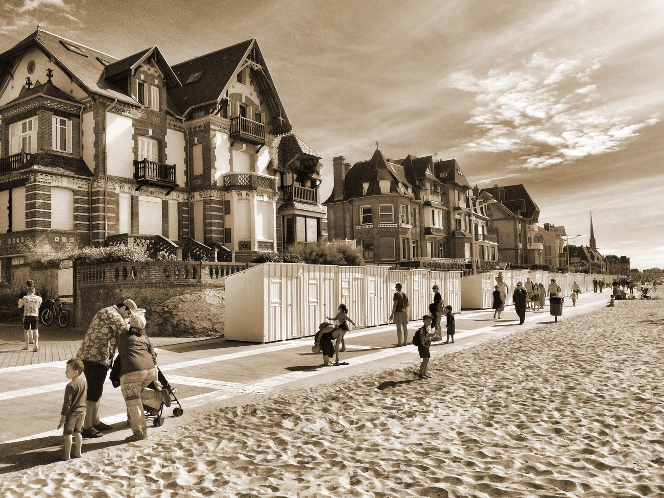 Beach Normandie Normandy IPhoneography Streetphotography Summertime Sepia Vintage On The Way On The Beach Holiday Architecture Old House France à Houlgate (14)