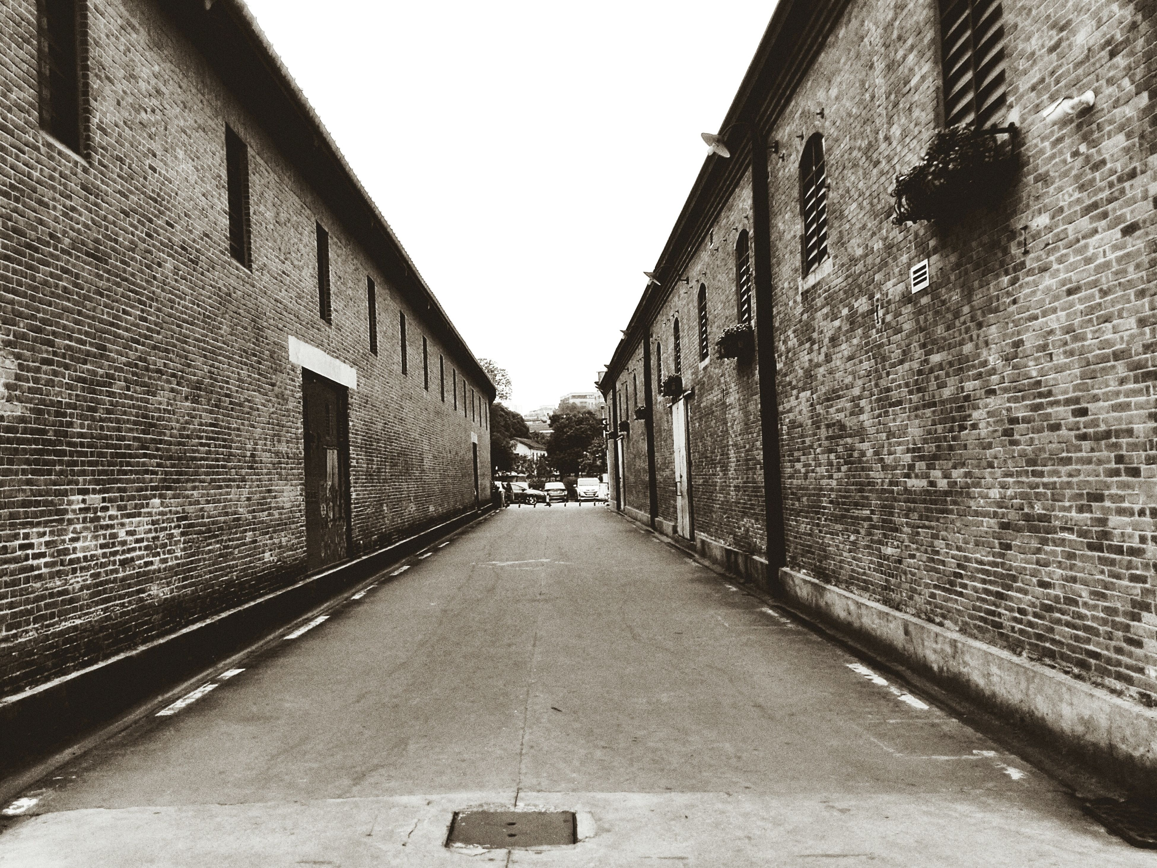 architecture, built structure, building exterior, the way forward, diminishing perspective, vanishing point, building, narrow, brick wall, clear sky, cobblestone, alley, wall - building feature, street, long, city, day, residential building, residential structure, walkway
