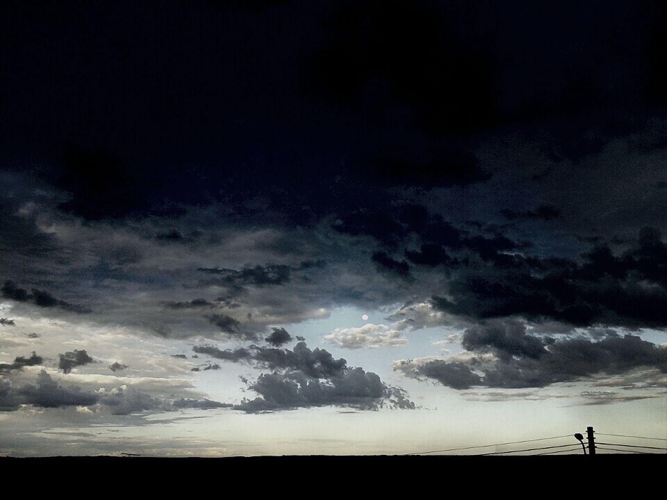 Nunca consegui ver beleza em céu preto e branco mas, sei lá... 4° 31 On December