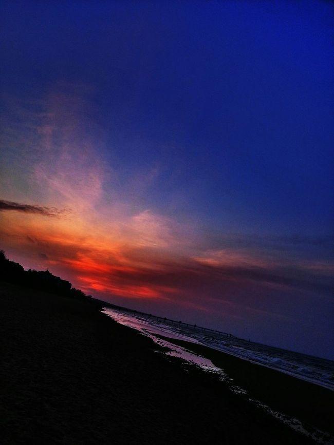 Sunset #sun #clouds #skylovers #sky #nature #beautifulinnature #naturalbeauty #photography #landscape Sea And Sky Sunset Silhuette EyeEm The Best Shots Romantic Landscape