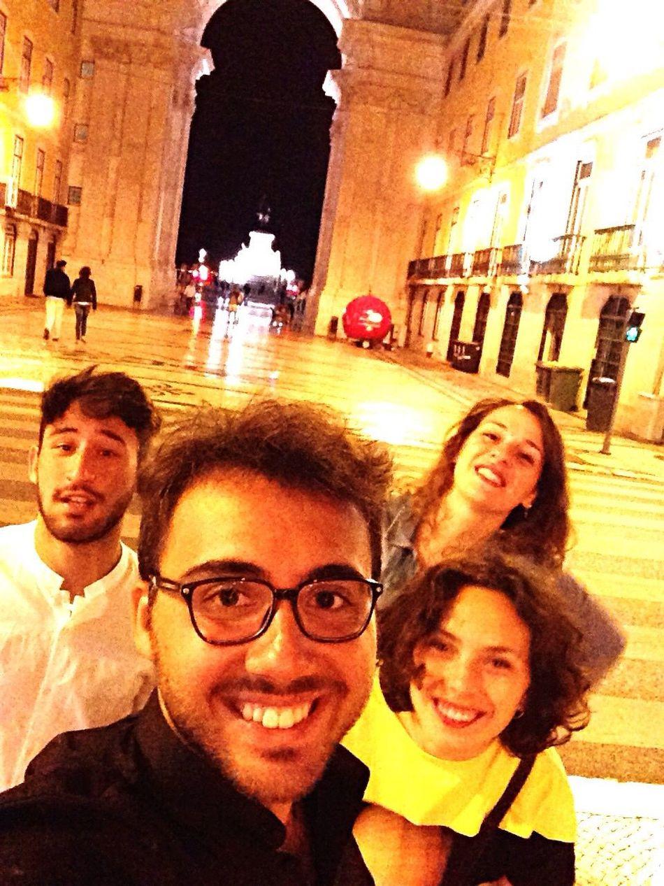 Ricordi portoghesi Hanging Out Enjoying Life Lisbon Rayban Vodka🍹 Odoredelmare Fuoriceilsole Smileisthebestwaytolive