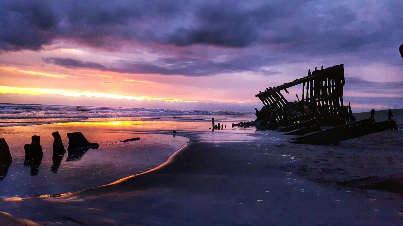 This one's for you grandpa ❤️ Shipwreck Beach Sunset Water Reflections Sunlight And Clouds Cloudy Sunset Ship Wreckage Ruins Coast Oregon Coast Nature Boat First Eyeem Photo Marooned The Great Outdoors - 2016 EyeEm Awards