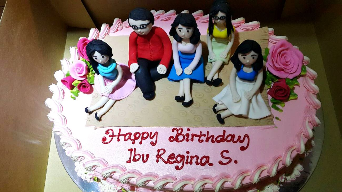 Too cute 😍 Happy Birthday Mom! Birthday Cake Cute Pink Color Portrait 🎂🎈