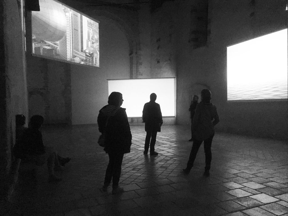 Indoors  Silhouette Silhouettes People People Watching People Watching Art Art Installation Art Inspection Blackandwhite Black And White Black & White Bnw_friday_eyeemchallenge Monochrome Photography Art Contemporain Contemporary Art