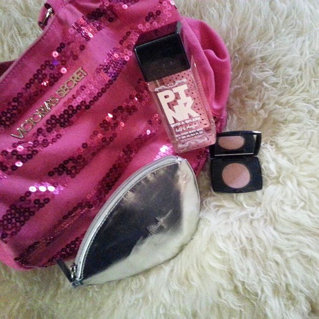 Need to fix my things before going to sleep, bonsoir! Vs VSlover Pink VitoriaSecret lovePINK