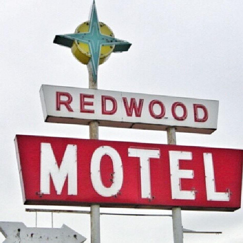 Redwood in Hebron, Nebraska Signswitharrows Rous_roadsigns Signfixation Signporn royalsnappingartists rsa_signs trailblazers_rurex nothingisordinary nexus_nation patina_perfection pixoddinary bipolaroid_asylum infamous_family igaa exploring_shotz