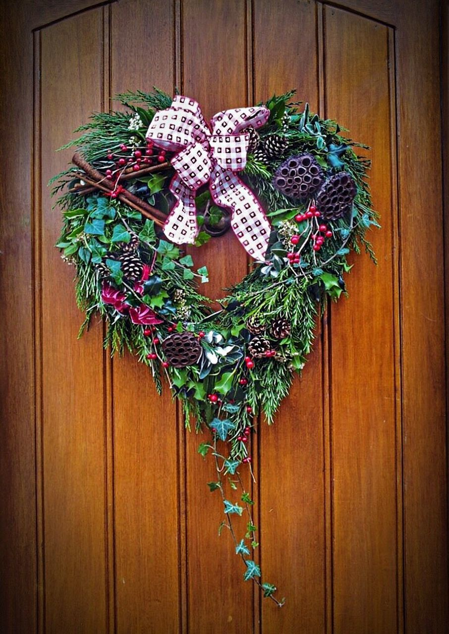 door, wood - material, christmas decoration, christmas, green color, celebration, no people, close-up, indoors, day