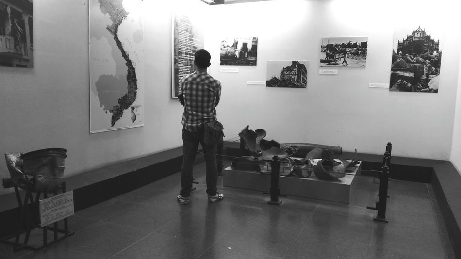 People And Places Indoors  Full Length Casual Clothing Looking Museum War Remnants Museum Tourist Tourist Attraction  Standing Person