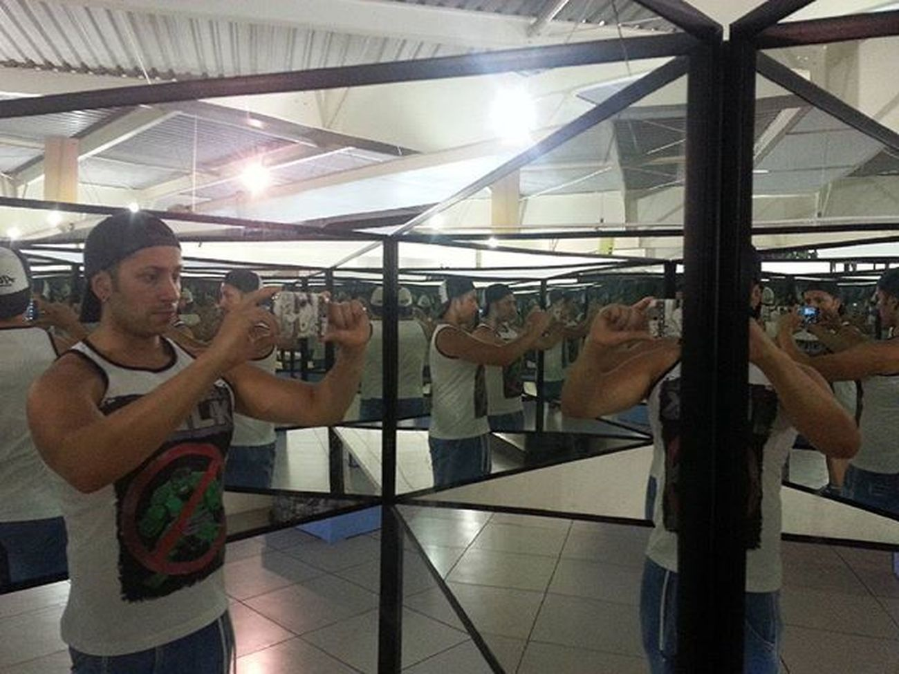 """Vários """"eus"""" Instagram Sabina Ciencia Historia Comportamento Conhecimento Parqueescola Santoandre Espelhos Caleidoscopio"""
