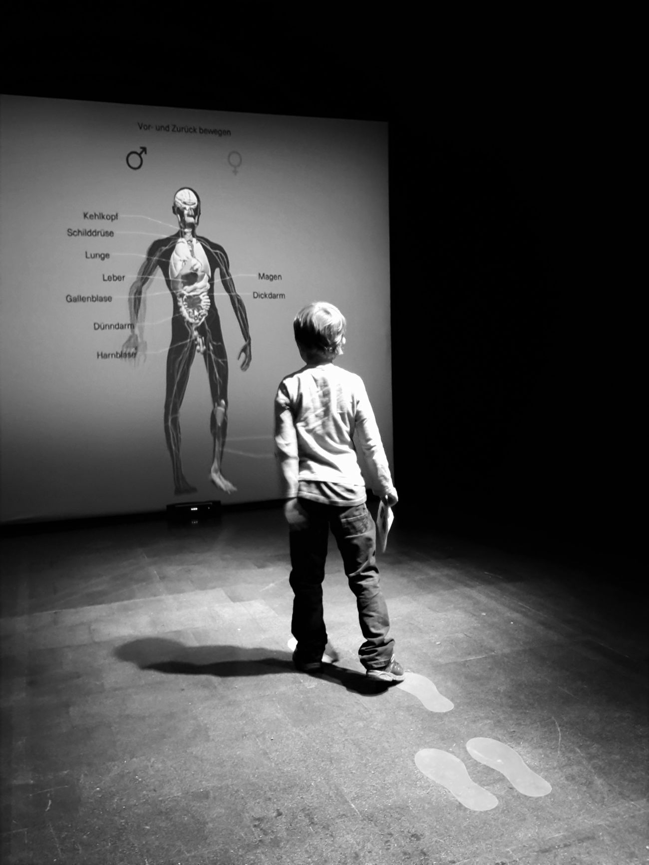Casual Clothing Childhood Cute Day Full Length Leisure Activity Lifestyles Running Vignette Blackandwhite Playing Enjoyment ScienceMuseum Körperwelten Human Bodyart