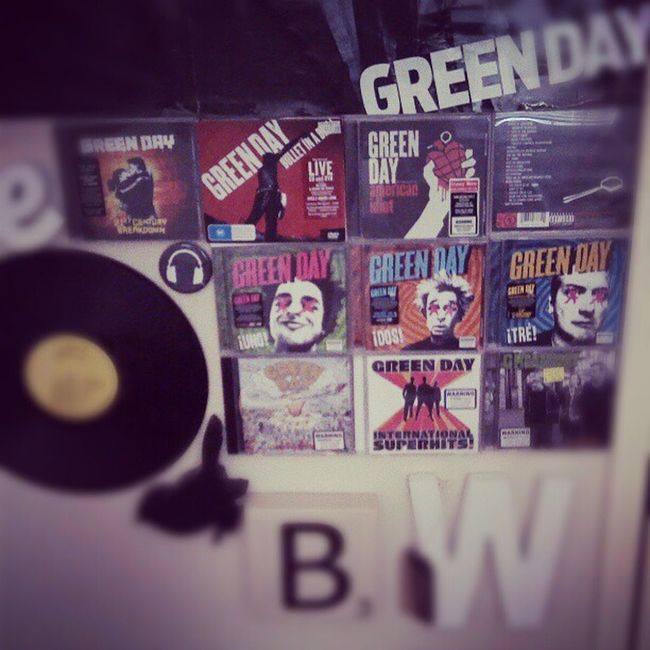 Slowly collecting them all Greenday Billiejoearmstrong TreCool MikeDirnt wallpaper