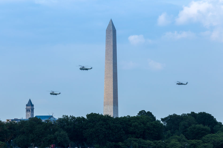 The President's Commute Aviation Capital Cities  Famous Place Helicopter History HMX1 International Landmark Marine One Monument POTUS President President Of The United States Of America Washington Monument