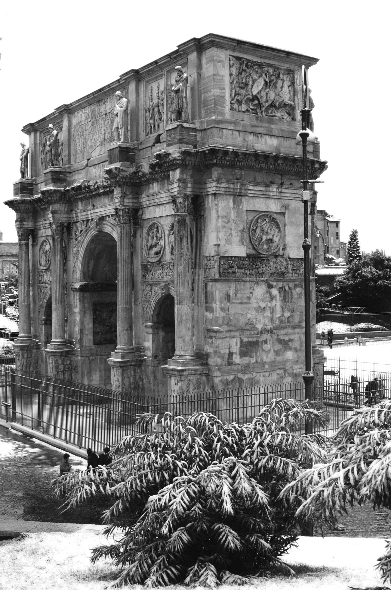 Blackandwhite Black & White Blackandwhite Photography Black And White Photography Black And White Collection  Blackwhite Biancoenero Bianco E Nero Bianco&nero Punto Di VistaBiancoeneroitalia Roma Rome Roman Ruins Roman Architecture Roman Empire Italia Italy❤️ My Point Of View Architecture Architettura Ruins Architecture_bw Arco Di Trionfo Città Eterna