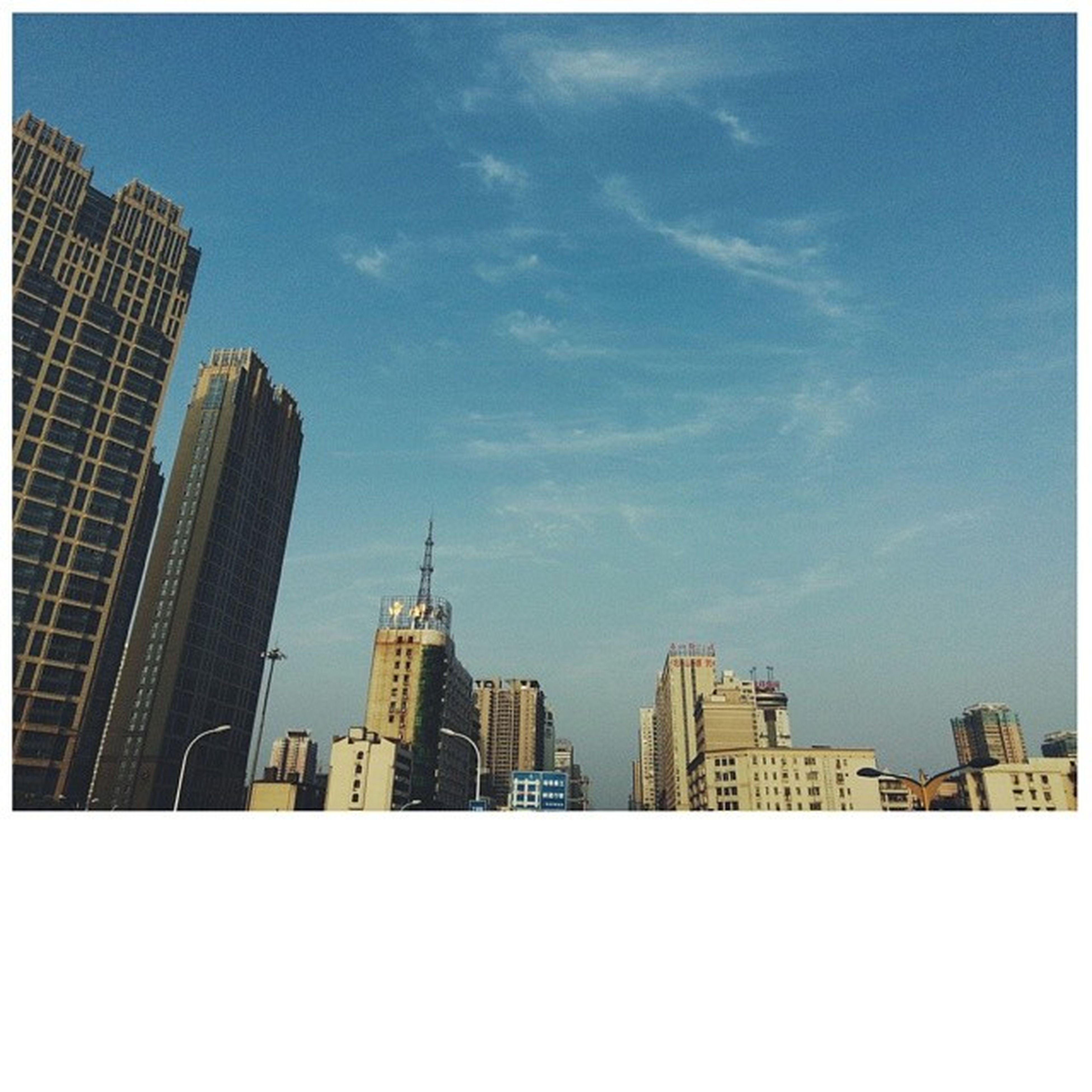 每天有如此天空,我必四十五度仰望她。(绝对不是四娘的粉) 长沙 Changsha 五一路