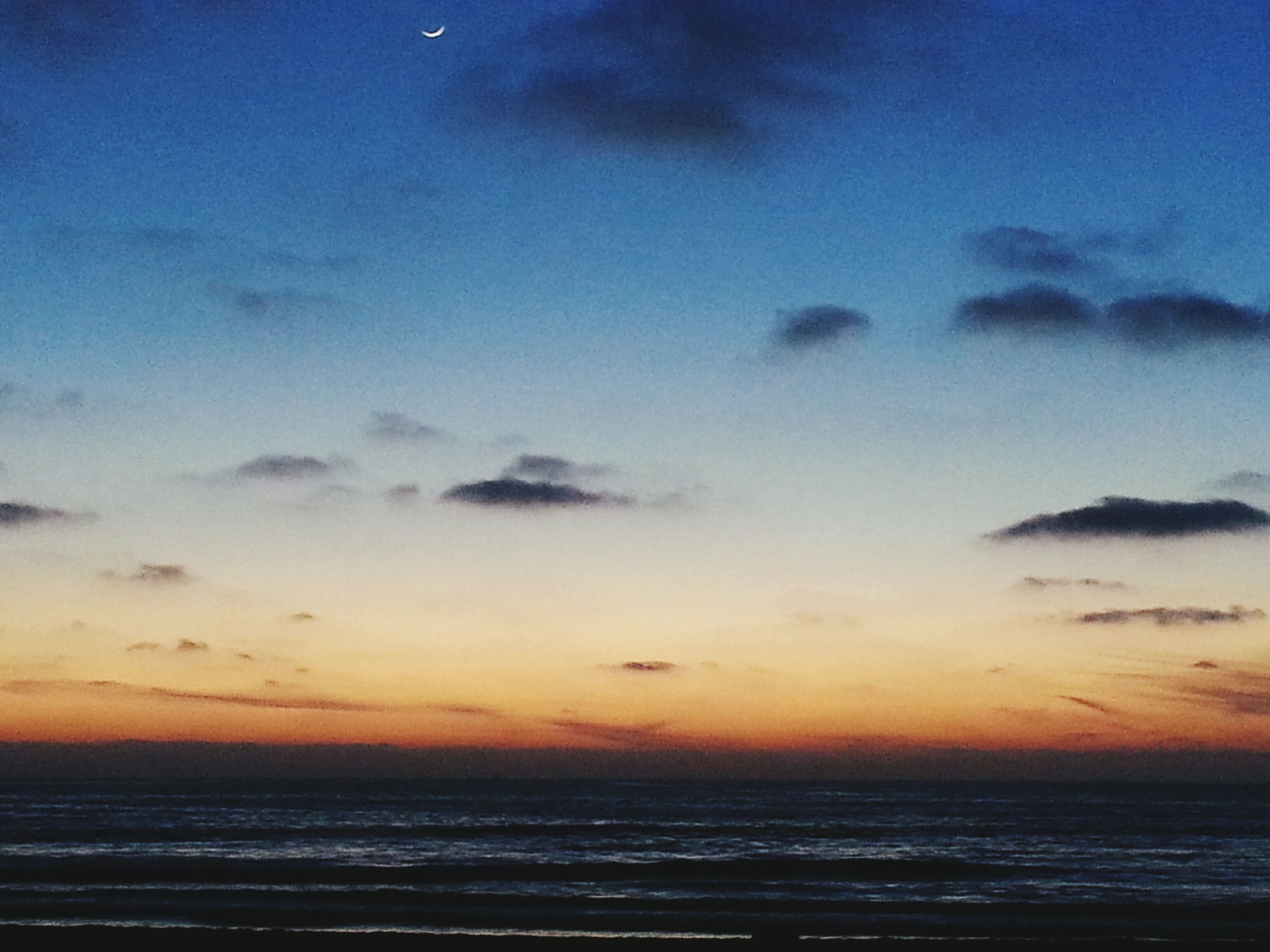 sea, horizon over water, sunset, scenics, water, tranquil scene, beauty in nature, sky, tranquility, idyllic, nature, orange color, beach, cloud - sky, waterfront, blue, cloud, dusk, seascape, outdoors