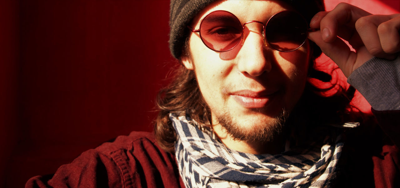 Redglasses Redman Redwall Hat Light And Shadow London Fc.livephoto Lovephotography  Walking Around Friends Streetphotography