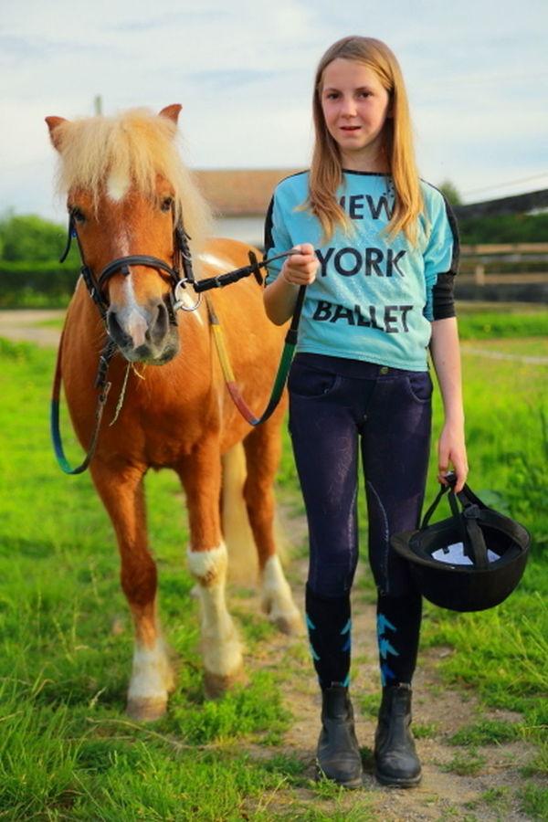 https://www.varrinphotographie.com/portrait Séance photo avec Flora à les ecuries des beaux pres .Merci à Mougin Emmanuel et Isabelle pour l'acceuil. http://www.lesecuriesdesbeauxpres.sitew.fr/#Accueil.A Animal Day Enfant Enfants Equestre Fille Horse Horses Life Lifestyles Outdoors Portrait
