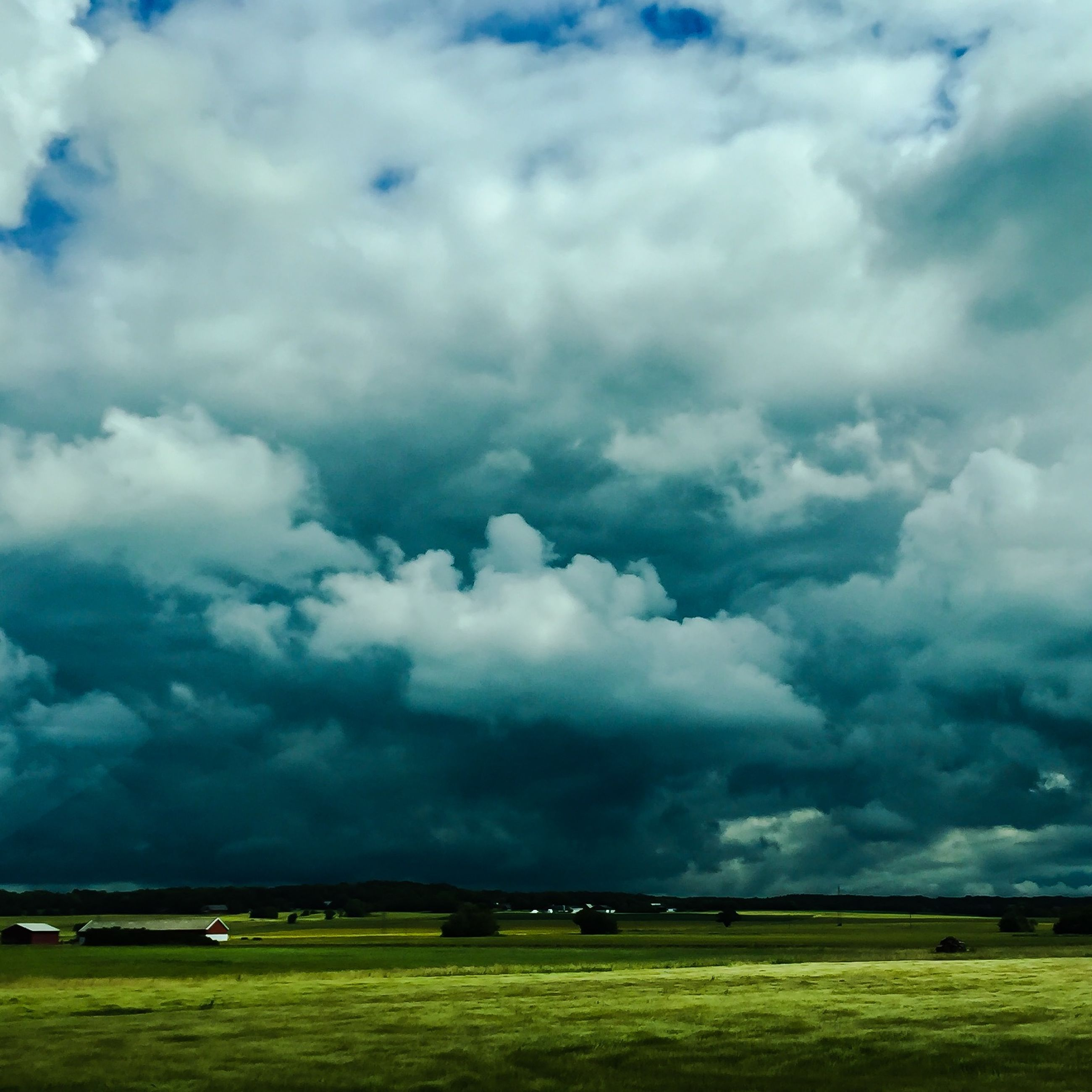 sky, cloud - sky, cloudy, tranquil scene, scenics, landscape, tranquility, beauty in nature, field, weather, cloud, nature, grass, overcast, cloudscape, storm cloud, idyllic, dramatic sky, outdoors, green color