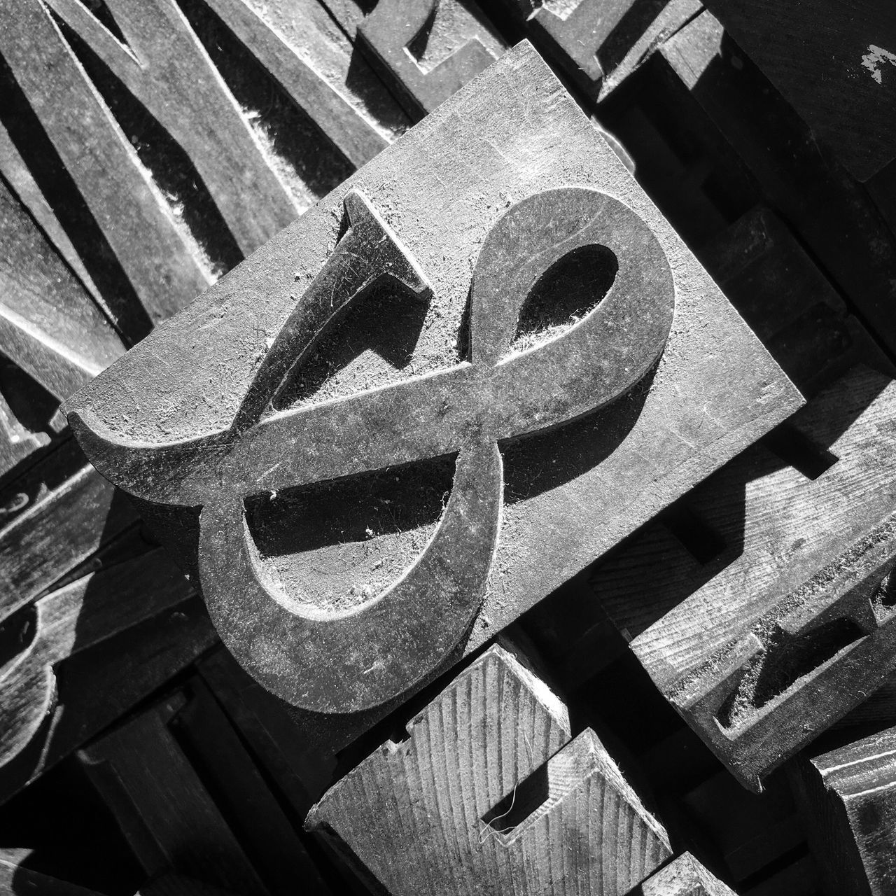 Close-up No People Pattern Textures And Surfaces Typography Texture Text Blackandwhite Ampersand