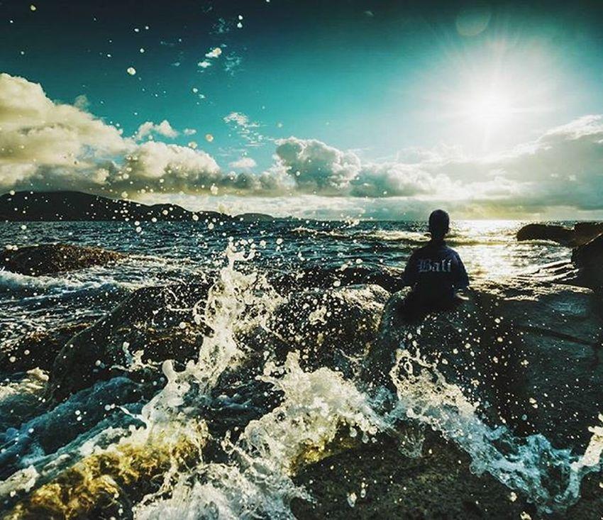 Indahnya dunia itu cma sementara kok? 😳 Minipeople Manipulationphotography Bekudaksetumat Bali Indovidgram Instatravel Photooftheday Sunrise Arts_help