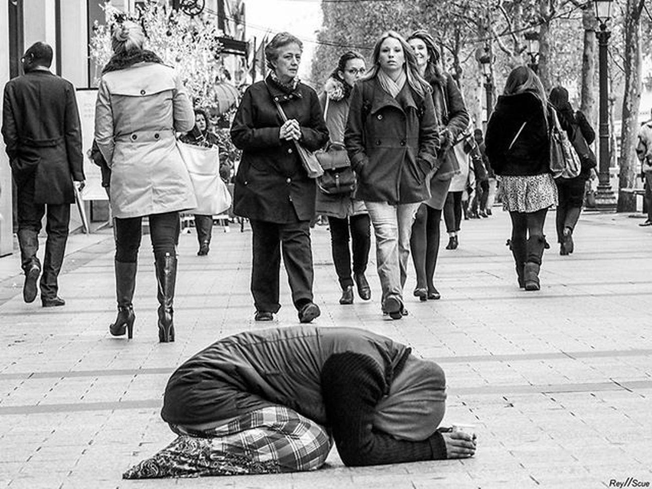 NePasOublierLesOubliés Paris France Real Realstreet Beststreets Bestpic Blackandwhite White Black Travel Artist Nonprofit Old Urban Social Documentary Homeless People Olympus Olympusomd Mft E -m1 Pictureoftheday Picoftheday Bestoftheday instagood photoof
