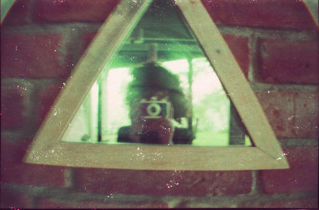 Self Potrait Selfie ✌ Lomography No Filter, No Edit, Just Photography Lomogram Keep Film Alive Filmisnotdead Film Filmcamera 35mm Film Analogue Photography 35mmfilmphotography Analogue Analog Camera Reflection Triangle Mirrorselfie Triángulo Good Morning Green Color Selfiesunday Curly Hair